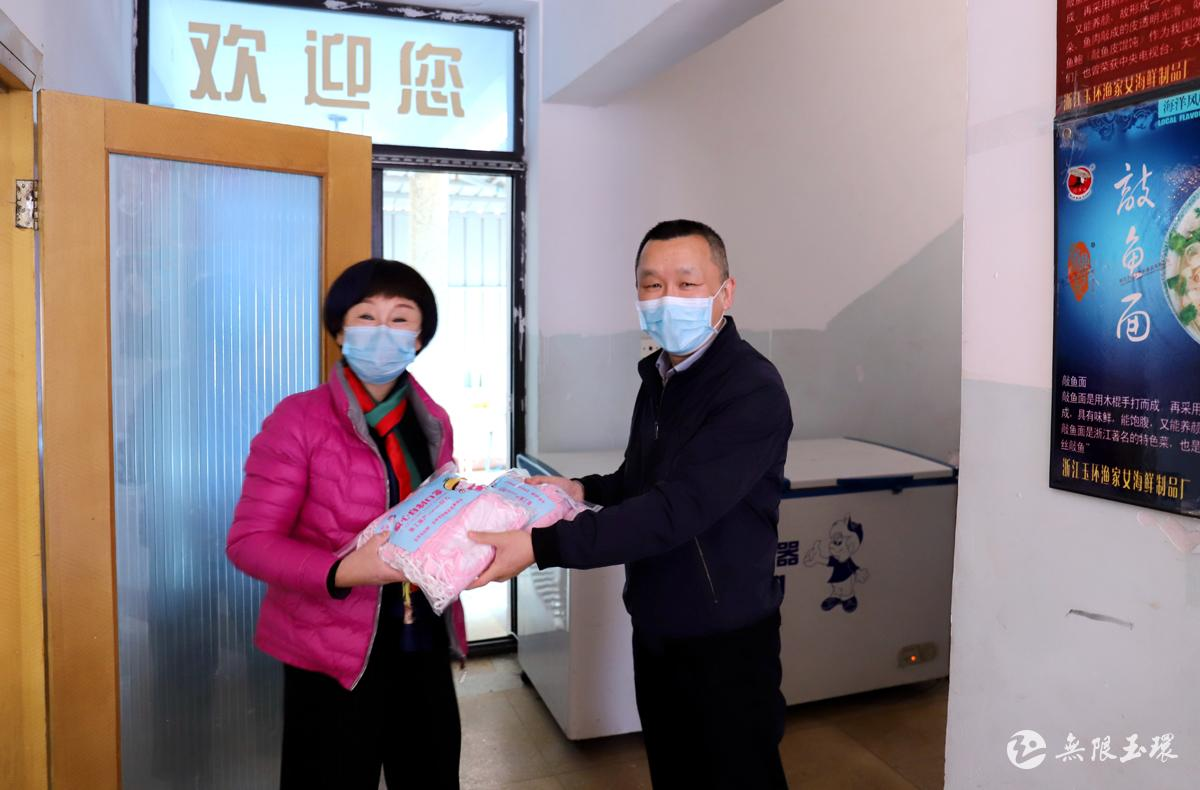 坎门:妇联送来爱心自制口罩助力企业复产复工