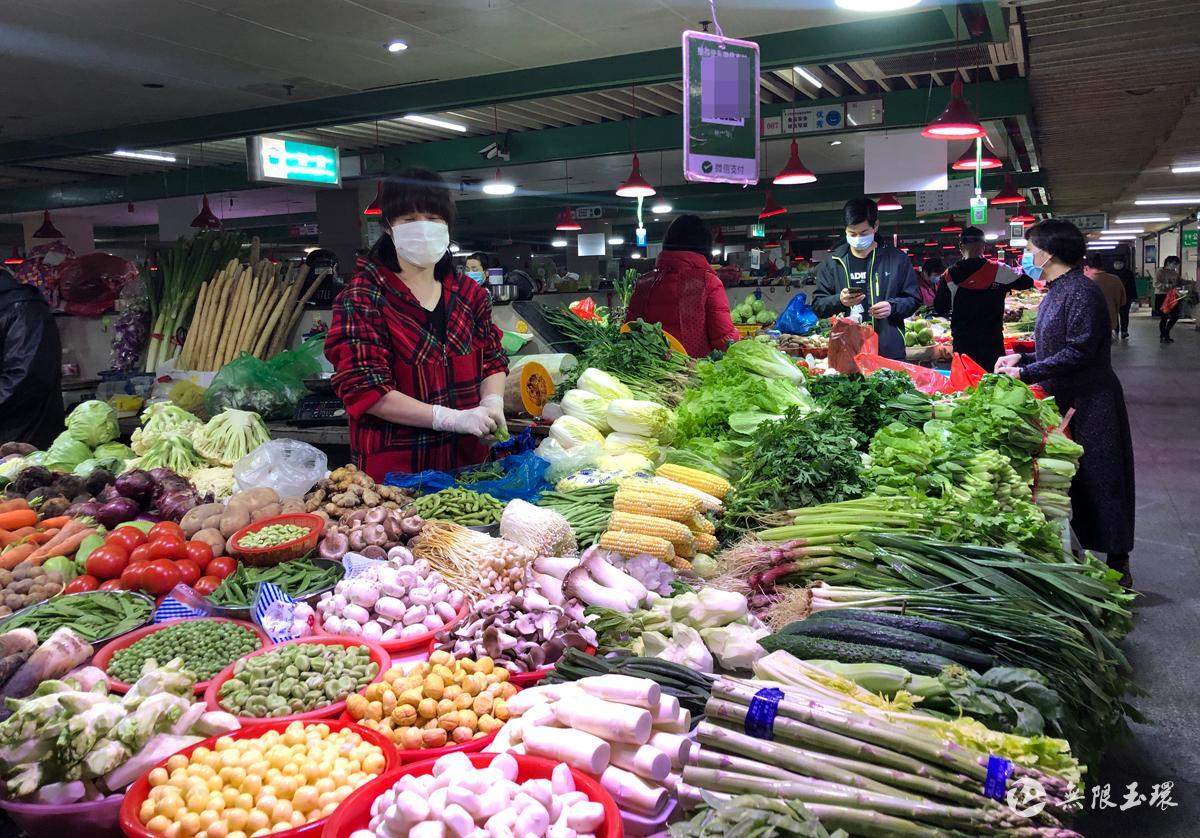 """时令蔬果""""新鲜""""上市 郑琦琪"""
