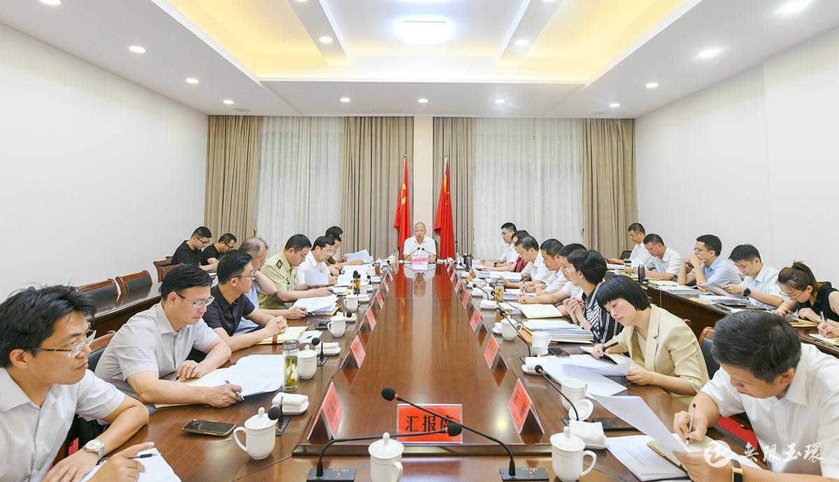吴才平在市委常委会议陈灵恩