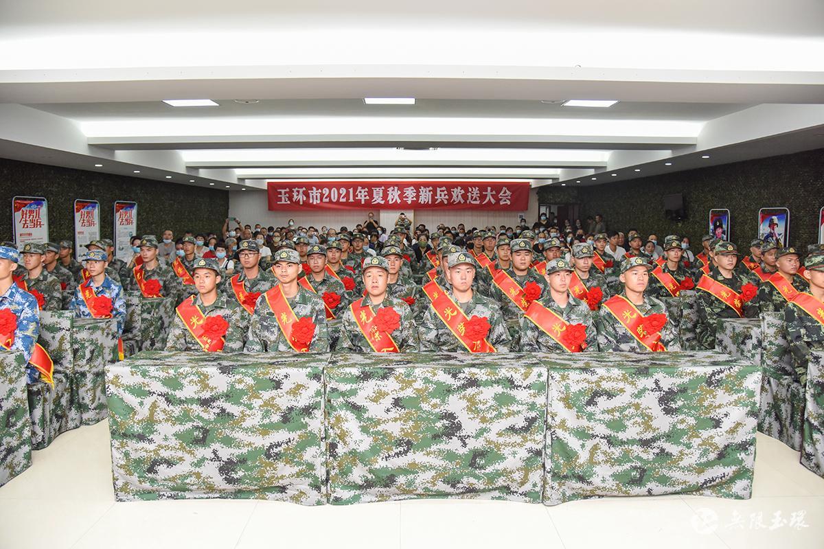 欢送新兵入伍